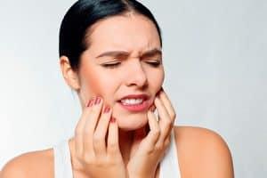 Duele el blanqueamiento dental