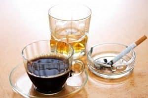Halitosis producida por café, tabaco y alcohol