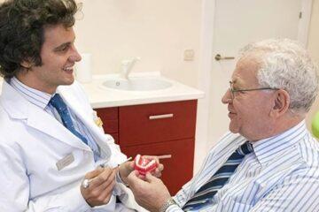 Anciano en el dentista