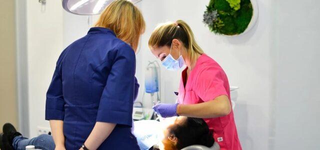 El raspado se realiza por periodoncistas