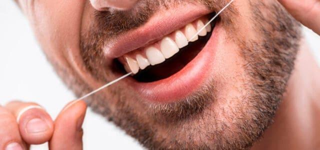 Seda dental después de lavarse los dientes