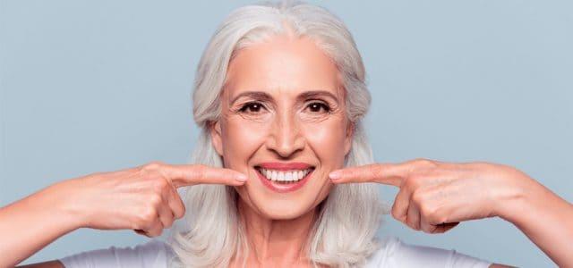 La prótesis actúa como un diente normal