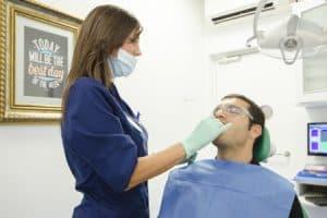 Diferencias entre limpieza dental y curetaje